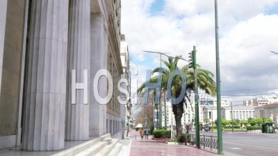 Panepistimiou Avenueview De L'entrée De La Banque Nationale De Grèce, Athènes Confinement