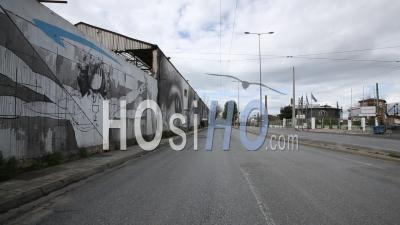 Graffiti Sur Le Mur à Peiraios Str, Gazi Keramikos, Confinement Dans Le Centre-Ville D'athènes, Grèce