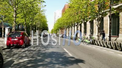 Vide Avenue D'ivry à Paris