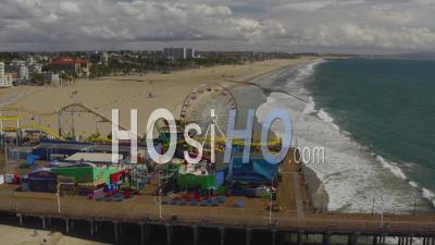 2020 - Vue Aérienne De La Jetée Fermée Abandonnée De Santa Monica Pendant L'épidémie D'épidémie De Virus Corona Covid-19 - Vidéo Par Drone