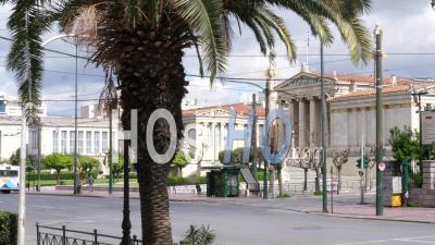 Panepistimiou Avenue Déserte, L'académie D'athènes, L'université D'athènes, La Bibliothèque Nationale Pendant Le Confinement D'athènes, Grèce