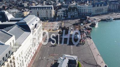 Vue Aérienne Au-Dessus Du Désert Parking De Trouville Durant The Confinement Covid19 - Vidéo Par Drone