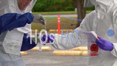 2020 - Des Patients Atteints De Coronavirus Covid-19 Sont Testés Dans Une Clinique Drive Thru En Pennsylvanie.