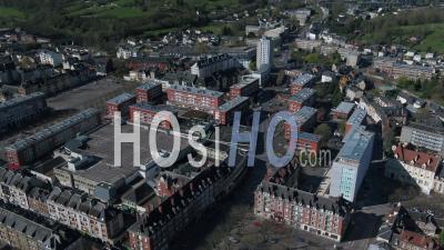 Vue Aérienne Au-Dessus De L'église Saint Pierre De Lisieux Pendant Le Confinement Covid19 - Vidéo Par Drone