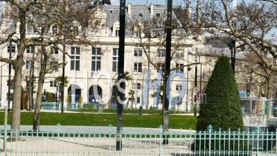 Hôtel De Ville De La Place D'italie Vide