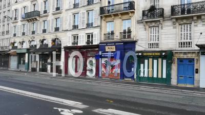 Covid19 - Une Boutique De Souvenirs Fermée Sur Les Rives
