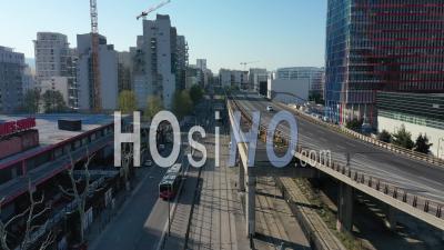 Faible Trafic Sur L'autoroute A55 Dans La Ville De Marseille Au 21e Jour De L'épidémie De Covid-19, France - Vidéo Drone