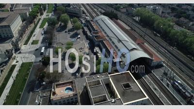 Avignon In Confinement - Vidéo Drone Of Rail Station