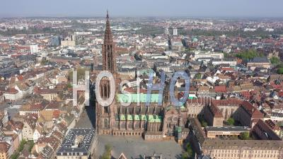 Strasbourg Pendant Le Confinement En Raison De Covid-19 - Cathédrale - Séquences Vidéo De Drone