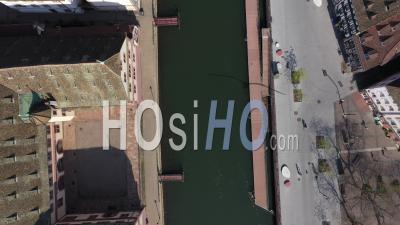 Strasbourg Pendant Le Confinement En Raison De Covid-19 - Quais Des Bateliers - Vidéo Drone