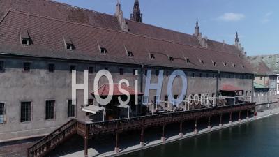 Strasbourg Under Containtment En Raison De Covid-19, Du Canal Du Centre-Ville Et De La Cathédrale - Vidéo Drone