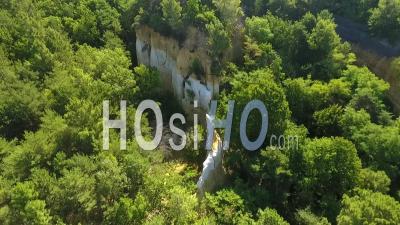Sand Rock Au Milieu De La Forêt Dans Le Sud De La France - Vidéo Drone