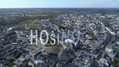 Église Saint-Gildas D'auray Au 19e Jour De L'épidémie Due Au Covid-19 - Vidéo Drone