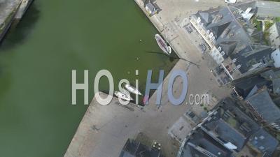 Port Et Le Pont De Saint-Goustan D'auray Au 19e Jour De L'épidémie Due Au Covid-19 - Vidéo Drone