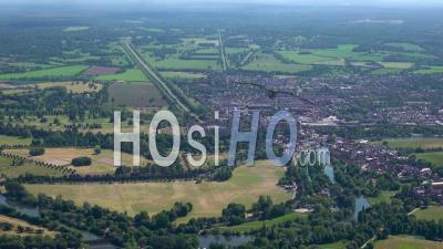 Vue Panoramique Du Château De Windsor, Windsor Et Eton, Berkshire, Filmé Par Hélicoptère