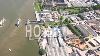 Barrière De La Tamise Et Tamise Pendant Le Confinement Du Au Covid-19, Londres Filmé Par Hélicoptère