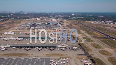 L'aéroport D'heathrow, Londres Filmé Par Hélicoptère