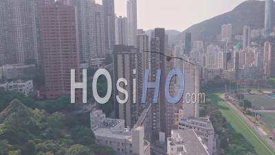 Hippodrome De Hong Kong Jockey Club Et Happy Valley Flats. Vidéo Aérienne Par Drone