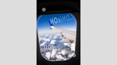 Vue Depuis La Fenêtre De L'avion Comme L'airplace Atterrit à L'aéroport De Quito, Province De Pichincha, Equateur, Amérique Du Sud