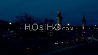 Images Aériennes Du Pont Alexandre 3, éclairé, Vu Du Drone, Paris, Ile De France, France – Vidéo Par Drone