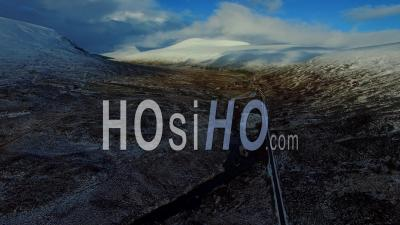 Aerial View Of Loch Shin Sutherland Ecosse, Royaume-Uni - Video Drone Footage