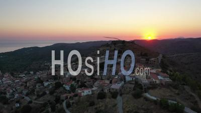 Village De Chios Au Coucher De Soleil - Vidéo Drone