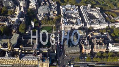 Westminster, Downing Street, Horse Guards Parade Et Trafalgar Square, Londres, Filmé En Hélicoptère