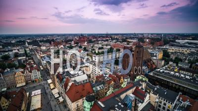 Town Hall, Ratusz, Old Town, Stare Miasto, Wroclaw - Video Drone Footage