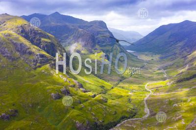 Vue Aérienne De Beinn Fhada Partie La Plus Proche De Bidean Nam Bian également Connu Comme Les Trois Soeurs De Glencoe, Région Des Highlands, Ecosse, Royaume-Uni - Photographie Aérienne