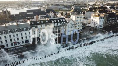 Le Phénomène Des Marées Hautes à Saint-Malo - Vidéo Par Drone
