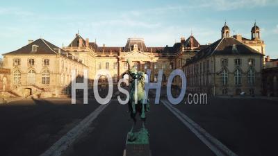 Statue De Lassale Du Château De Lunéville - Vidéo Par Drone