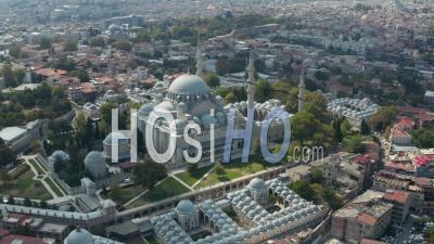Mosquée De Suleymaniye Avec Un Ciel Clair Et Une Architecture Impressionnante à Istanbul, Turquie, Vue Aérienne épique D'en Haut - Drone Vidéo
