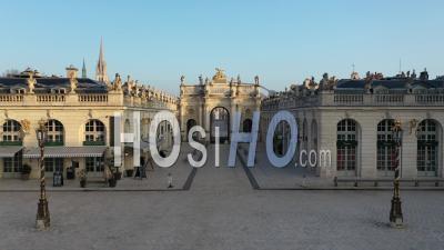 Arc Here Et Place De La Carrière - Vieille Ville De Nancy - Vidéo Par Drone