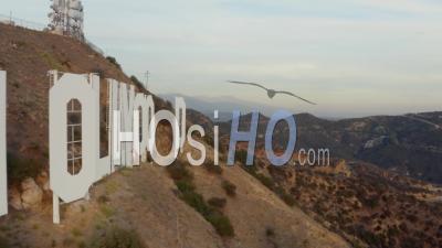 Gros Plan Des Lettres De Signe D'hollywood Au Coucher Du Soleil, Los Angeles, Californie 4k - Vidéo Par Drone