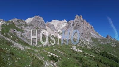 La Chaîne De Montagnes De Cerces Dans La Haute Vallée De La Clarée, Hautes-Alpes, France, Vidéo Par Drone