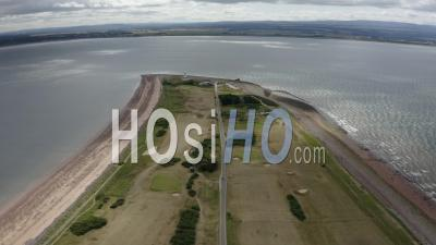 Chanonry Point Sur L'île Noire, Écosse, Royaume-Uni - Vidéo Par Drone