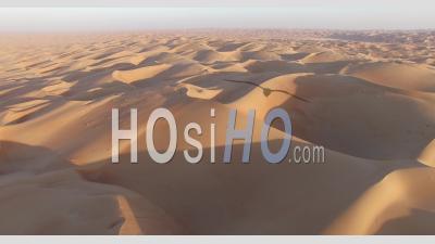 Coucher De Soleil Sur Les Dunes Du Désert, Vidéo Drone