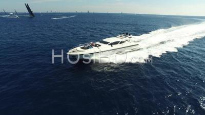 Yatch Au Large De Saint-Tropez, Vu Par Hélicoptère