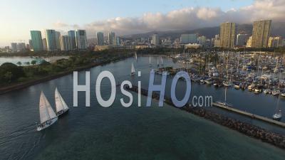 Ala Moana Park, Ala Wai Yacht Harbor, Waikiki, Honolulu - Video Drone Footage
