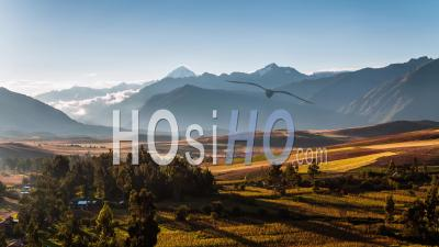 Entrée De La Vallée Sacrée (valle Sagrado De Los Incas), Pérou, Vu Par Drone