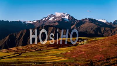 Entrée De La Vallée Sacrée (valle Sagrado De Los Incas), Pérou, Vidéo Drone